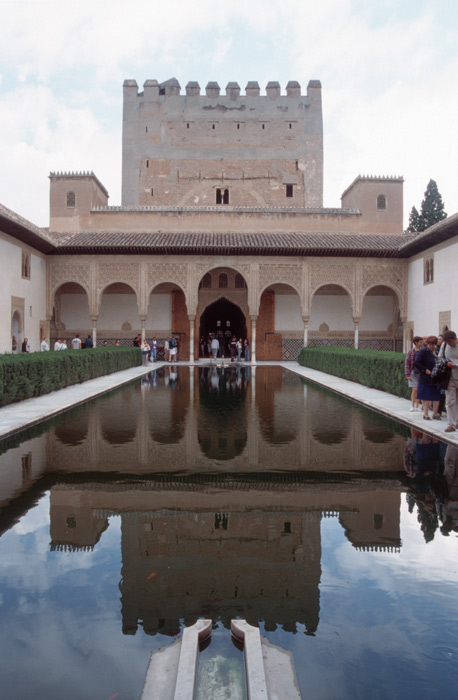 http://costablog.com/wp-content/uploads/2007/04/granada_alhambra.jpg